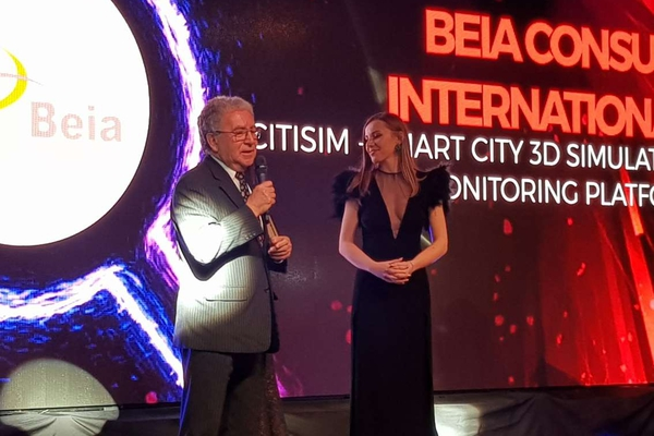 George SUCIU of Beia Consult Int. accepts the award on behalf of the CitiSim project